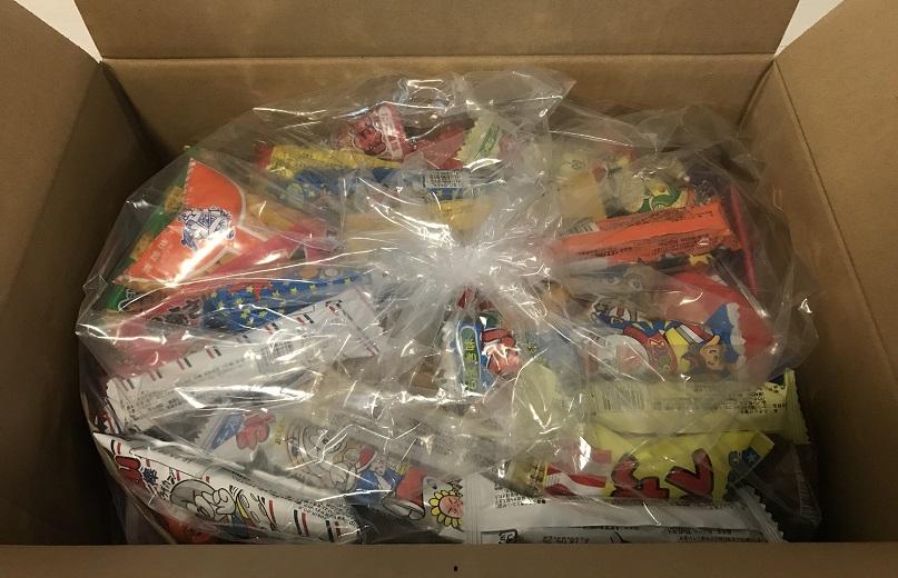 箱を開けたら駄菓子が袋詰めされている