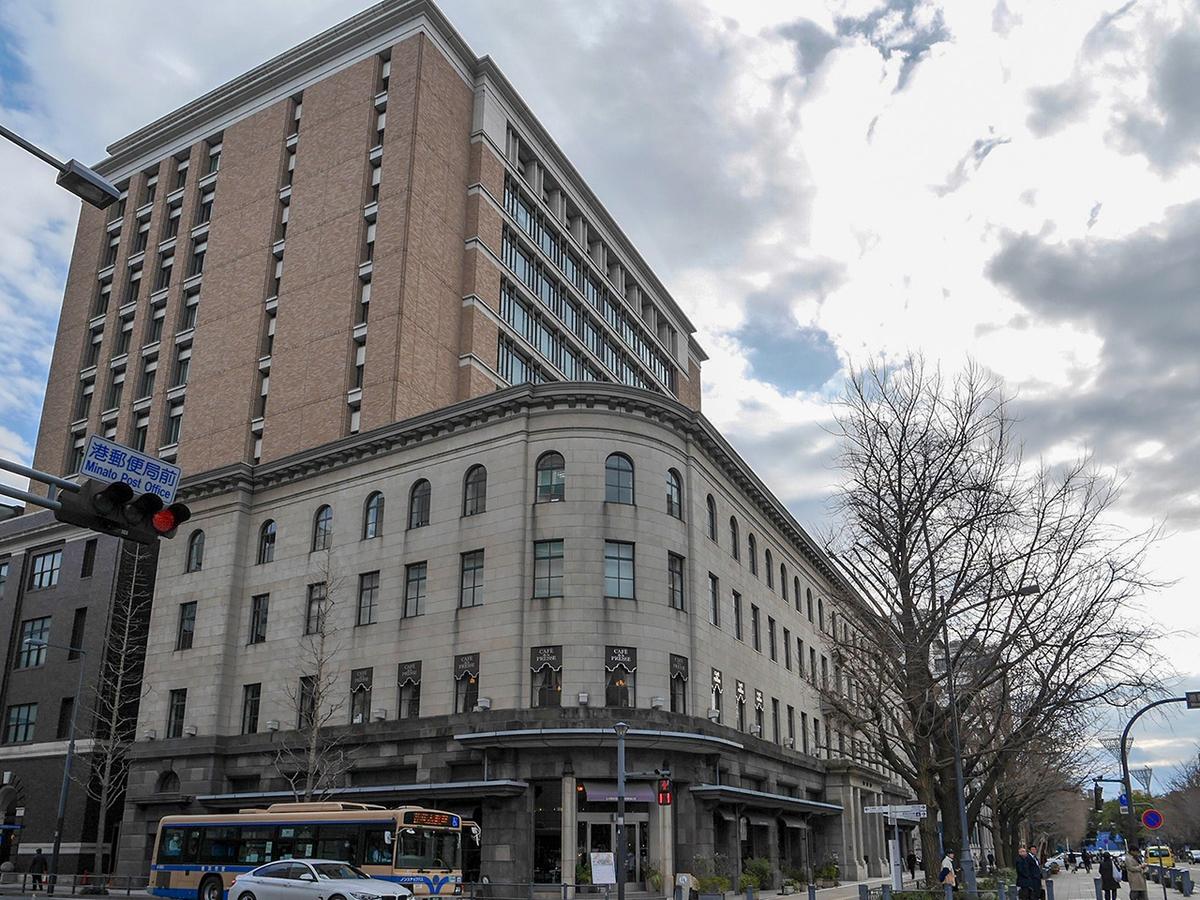 「カフェドゥラプレス」がある横浜情報文化センター外観