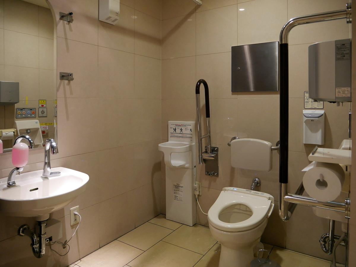 横浜高島屋 車いす用トイレ 多目的トイレ