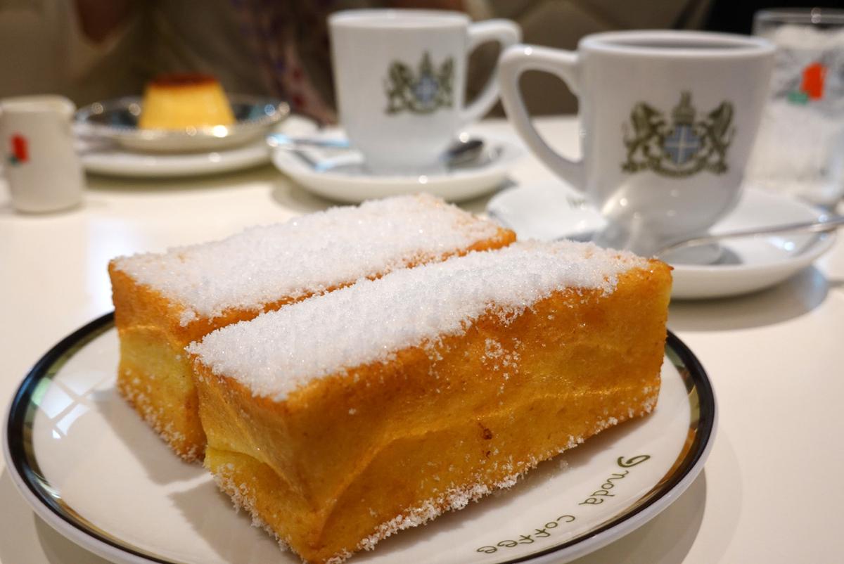 揚げパンのような「フレンチトースト(700円)」とミルク、砂糖を入れて提供するスタイルを推奨している「アラビアの真珠(ホットコーヒー、680円)」