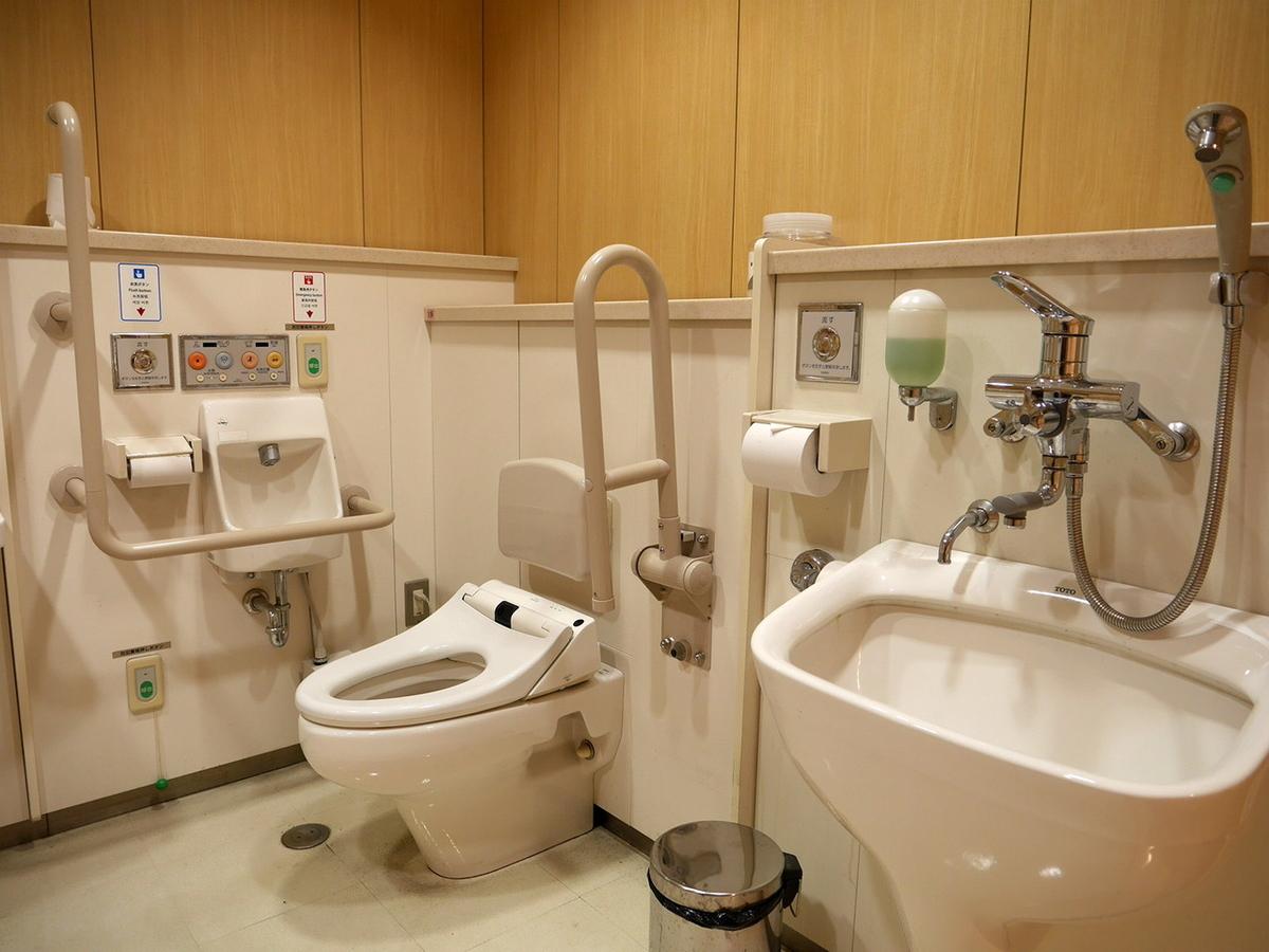 横浜・アメリカ山公園 多目的トイレ
