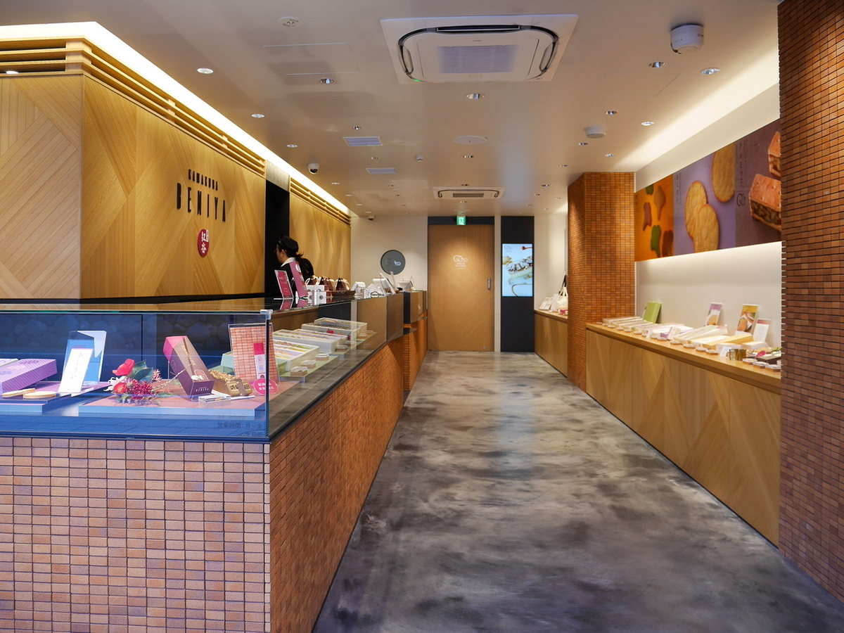 鎌倉紅谷 八幡宮前本店 1階