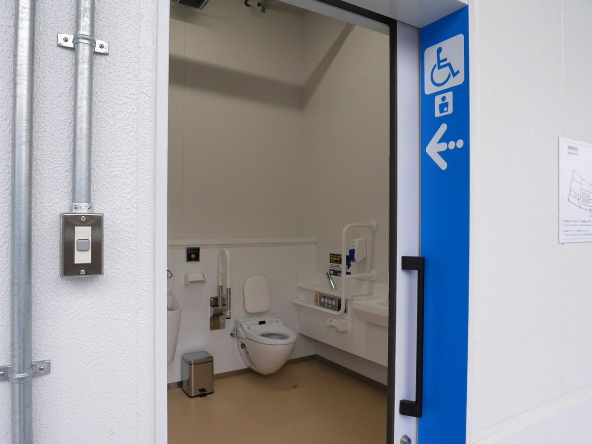 横浜スタジアム レフト側スタンド 3階多目的トイレ