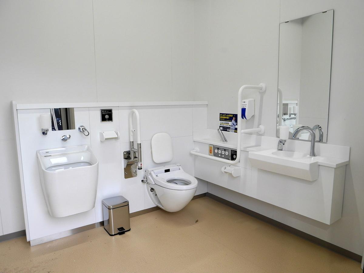 横浜スタジアム レフト側スタンド 3階 多目的トイレ