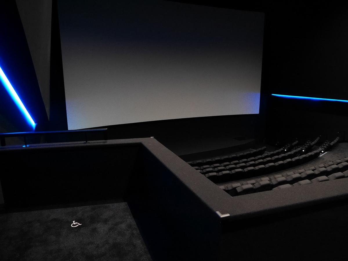 4番シアターの車椅子スペースから見たスクリーン