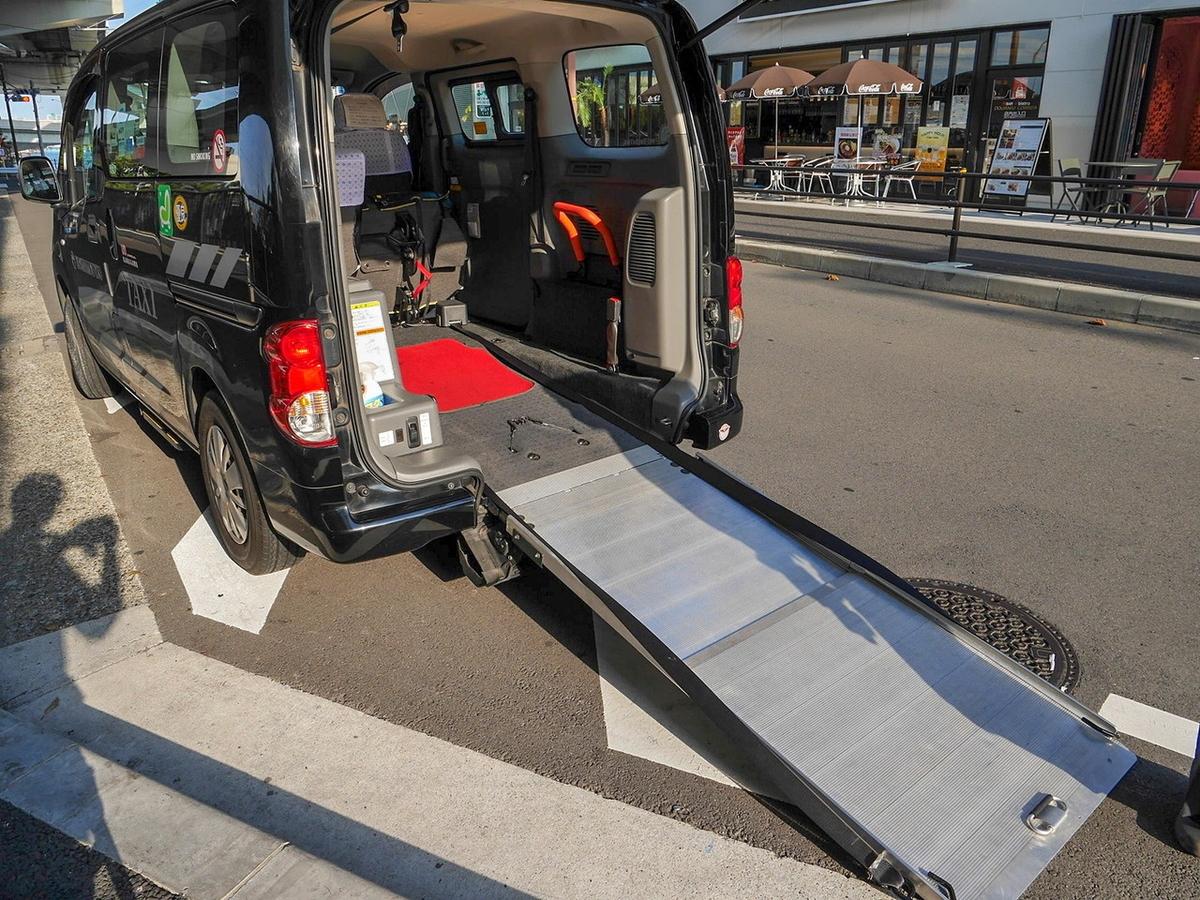 UD(ユニバーサルデザイン)タクシースロープ