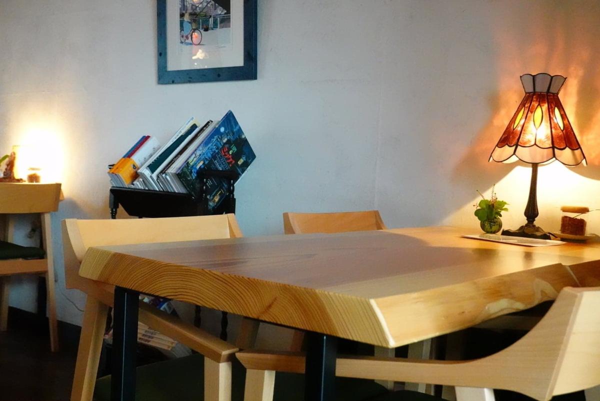季節の喫茶 吉住 テーブル