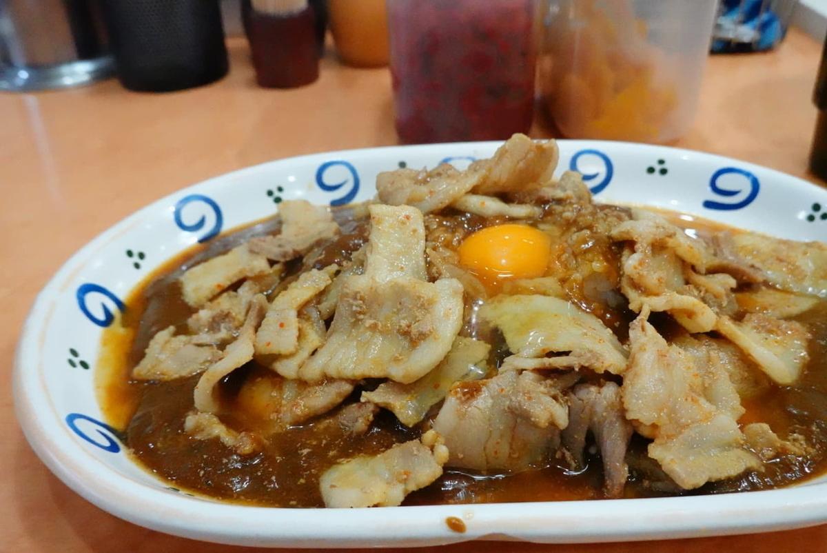 スタミナカレー(ナマ) 880円+辛口カレー100円+味噌汁110円(税込)