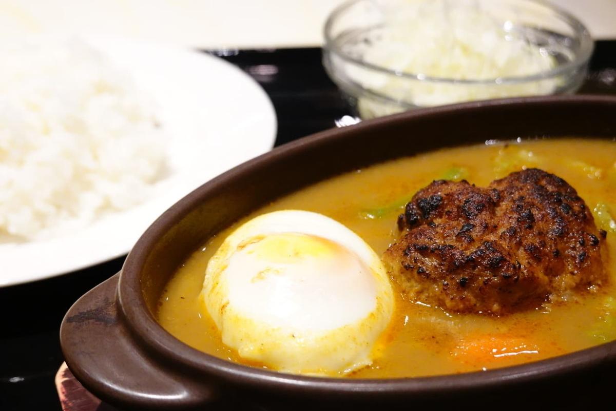 ハンバーグ・スリランカカレー(1180円税込、平日ランチ)