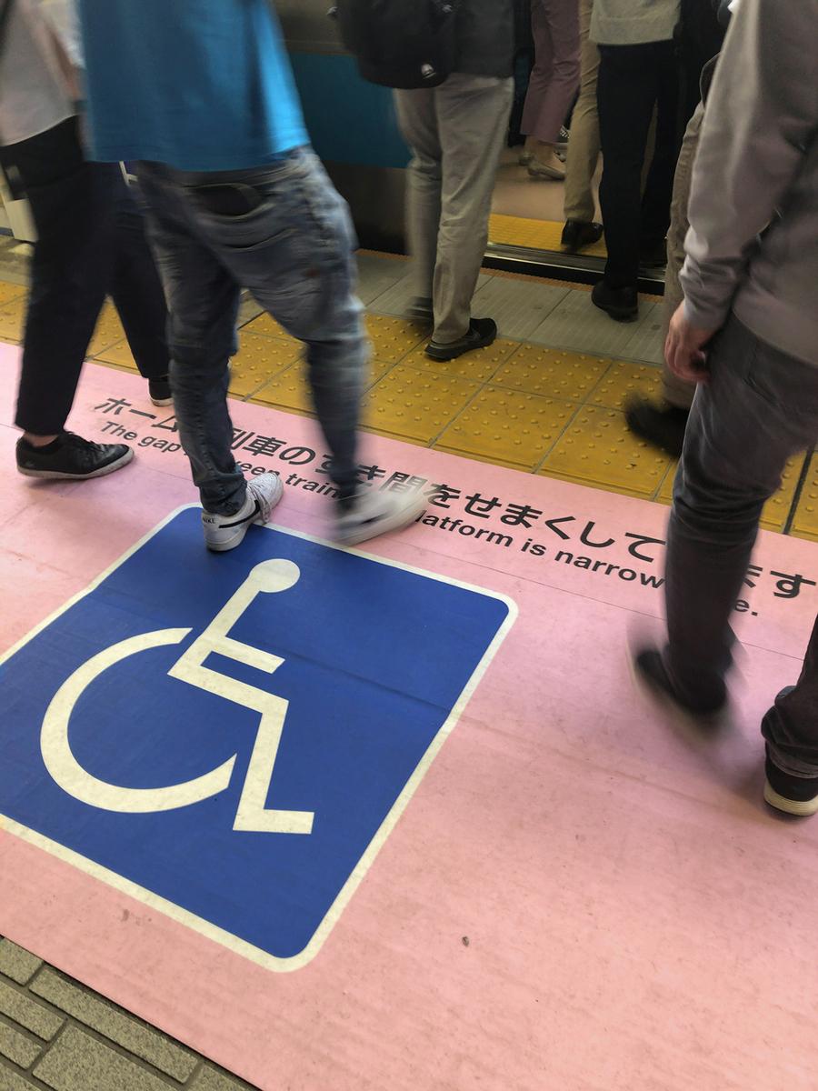 関内駅に設置された段差・すき間をせまくした乗降口