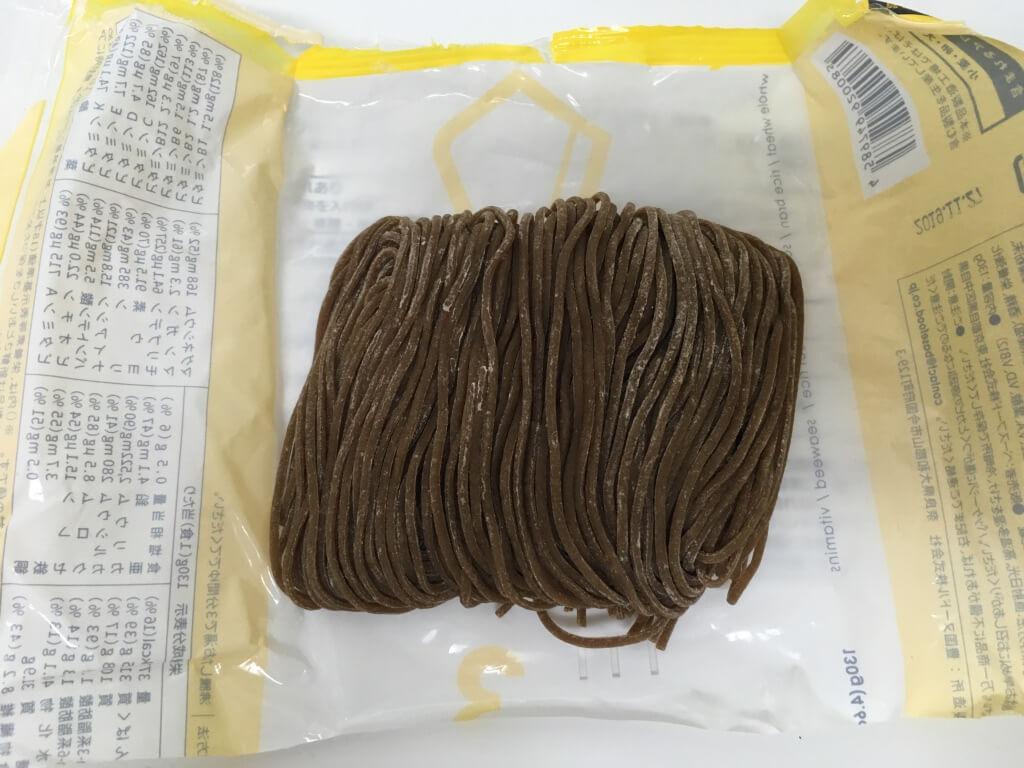 BASE NOODLEの麺