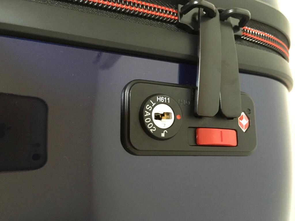 イノベーターのスーツケースのTSAロック機能