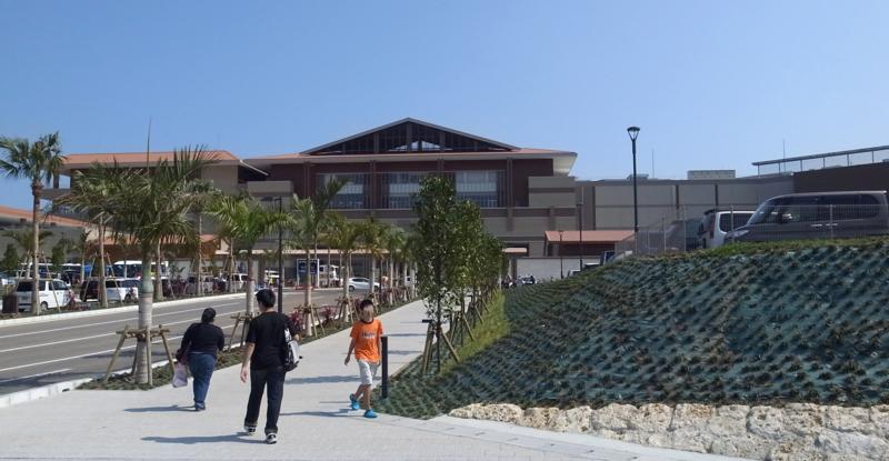 イオンモール沖縄外観 入口付近