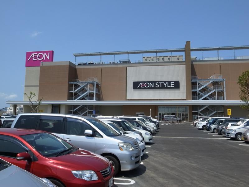 駐車場とイオンショッピングセンター
