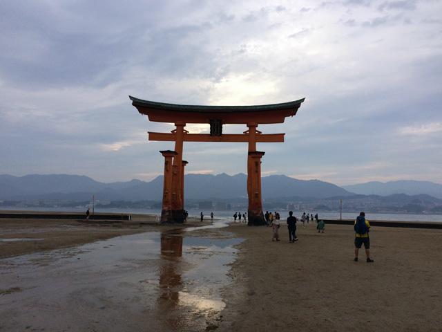厳島神社から大鳥居を見る2