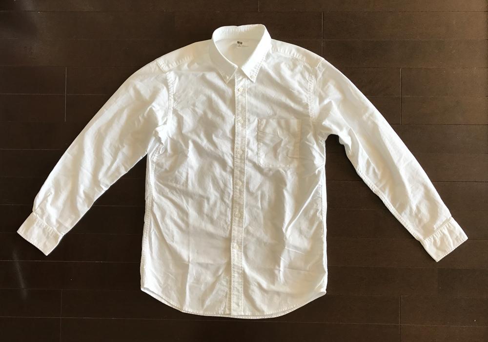 ユニクロのオックスフォードボタンダウンシャツ・白
