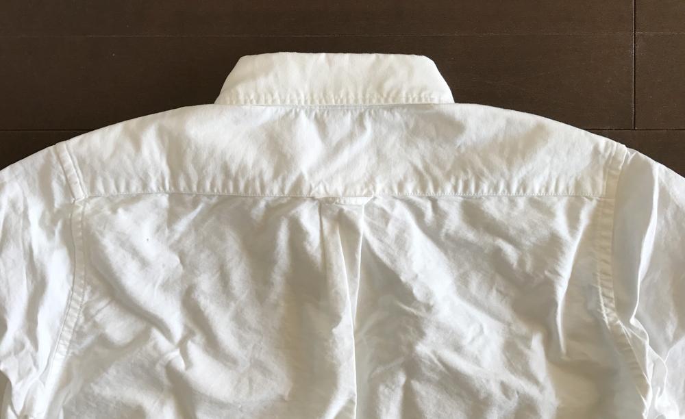 無印良品のオックスフォードボタンダウンシャツ・白 後ろ