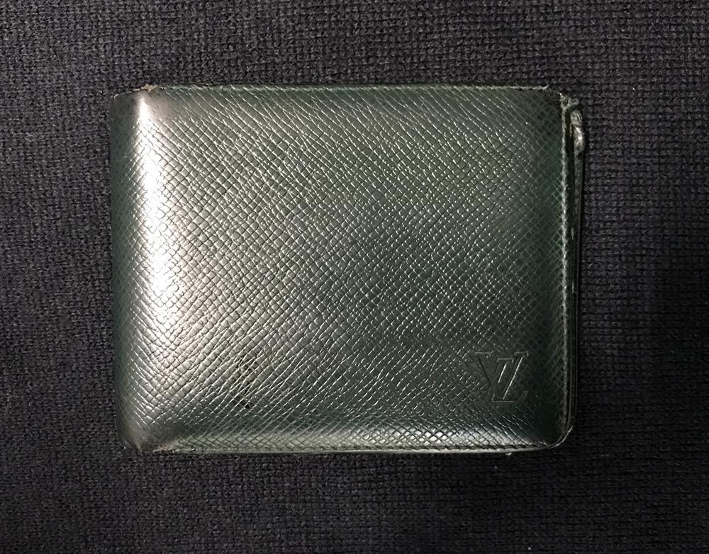 ルイ・ヴィトンのタイガの二つ折り財布