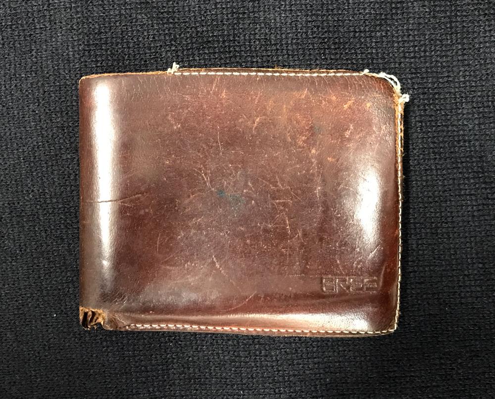 ②ブリーのヌメ革の二つ折り財布
