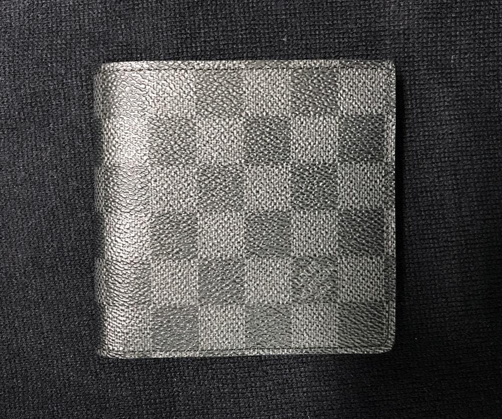 ヴィトンのダミエの二つ折り財布