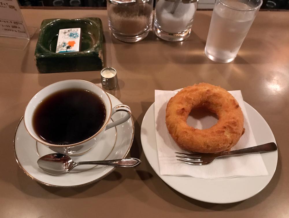 六曜社 地下店 コーヒーとドーナツ