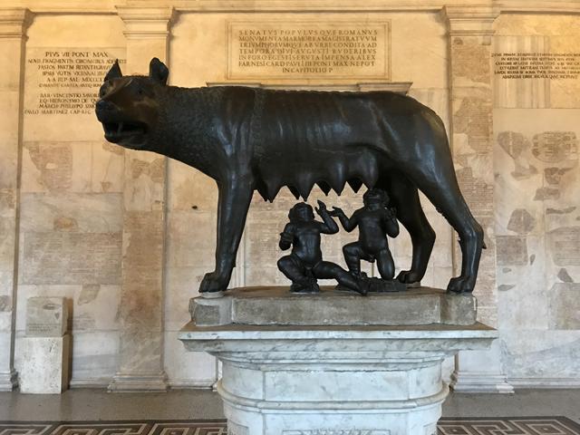 牝狼とロームルスとレムスの像1