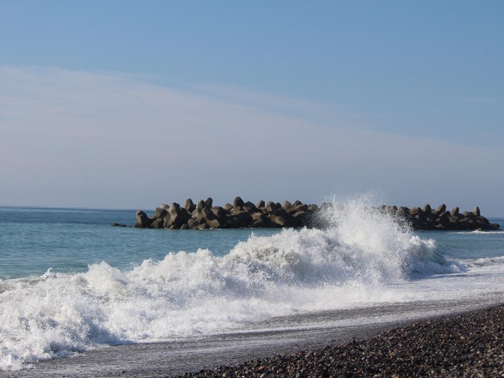 中田島砂丘の高い波