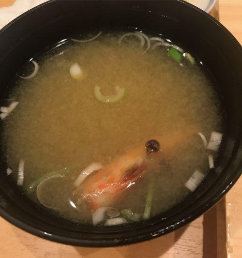 豊洲市場にある磯寿司のエビ入お椀