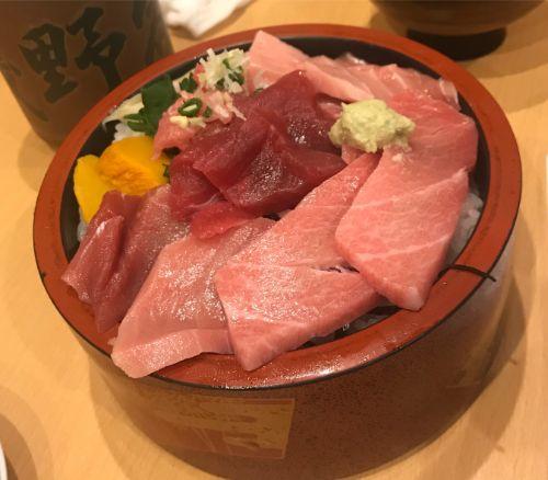 豊洲市場にある磯寿司のまぐろづくし丼