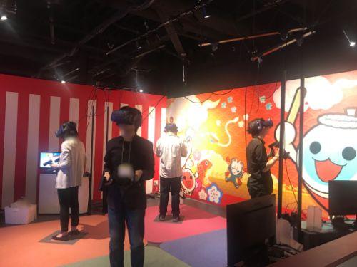 マザリア池袋 太鼓の達人VRのプレイ風景