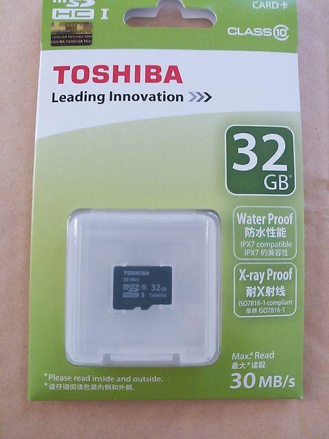 Amazonで買ったTOSHIBA microSDHCカード 32GB Class10 (最大転送速度30MB/s) (海外パッケージ) SD-C032GR7AR30