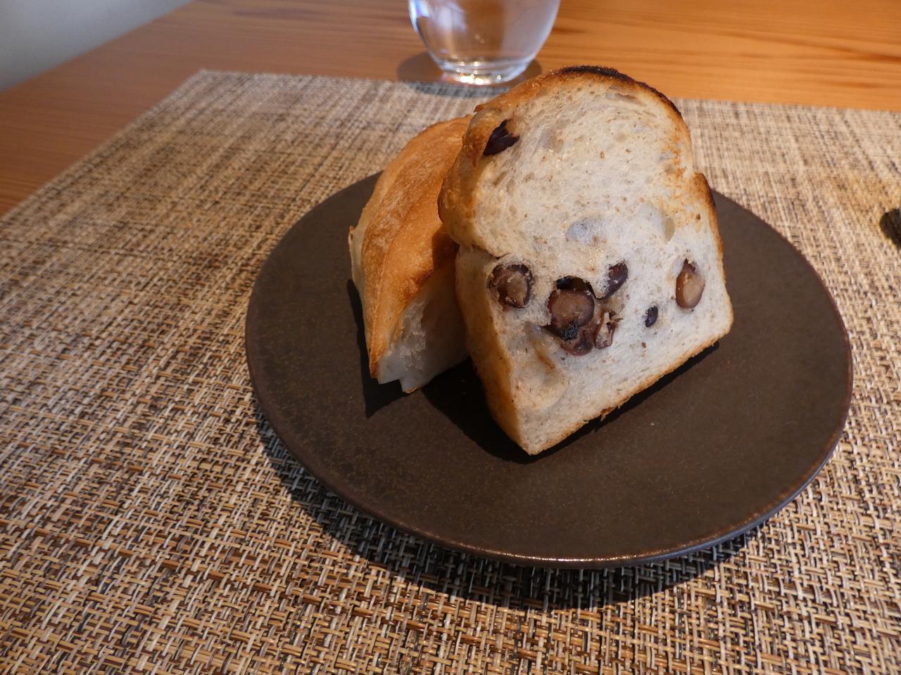 コッペパンと食パン(あずき入り)