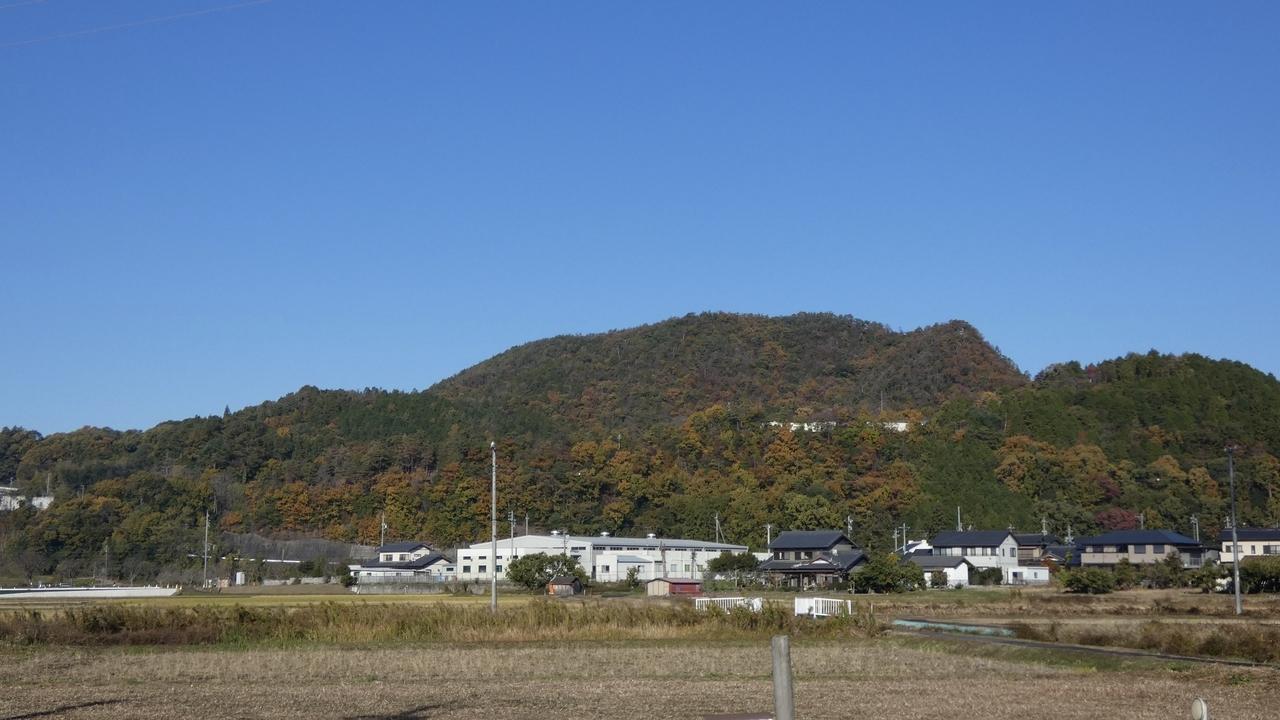 岐阜県川辺町 山と青空