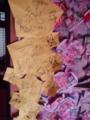 寝起きする部屋。広告で折り紙や飾り。堕胎した存在無い子ども純へ折