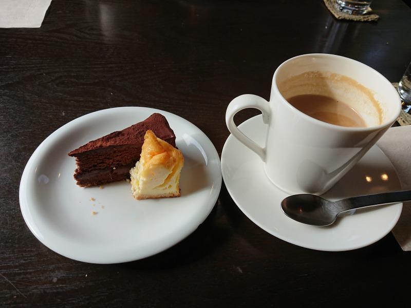 森のカフェ カフェオレとケーキ