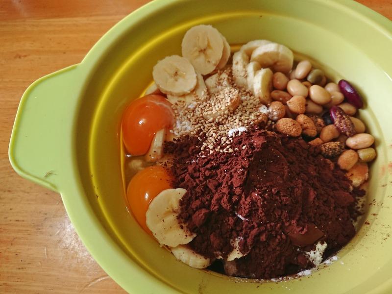 おからのチョコバナナケーキの作り方、材料を容器に入れる