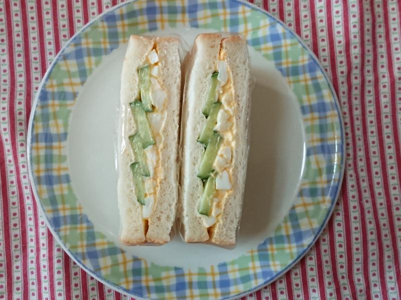 卵とキュウリのサンドイッチ