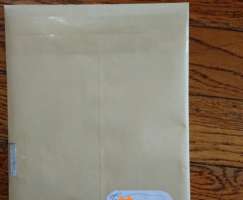 封筒に窓を開けた写真