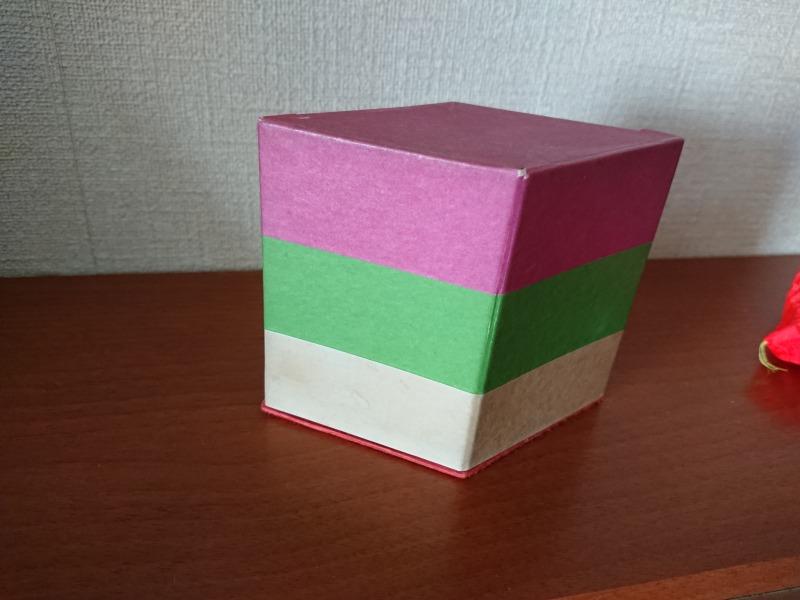 ひし餅の形をした箱