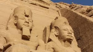 古代エジプトの2体の石像