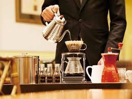 おうちカフェでコーヒーをドリップする