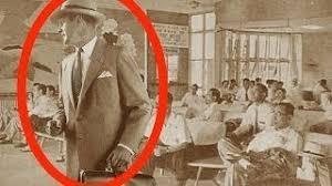 1954年に羽田空港についた謎の男