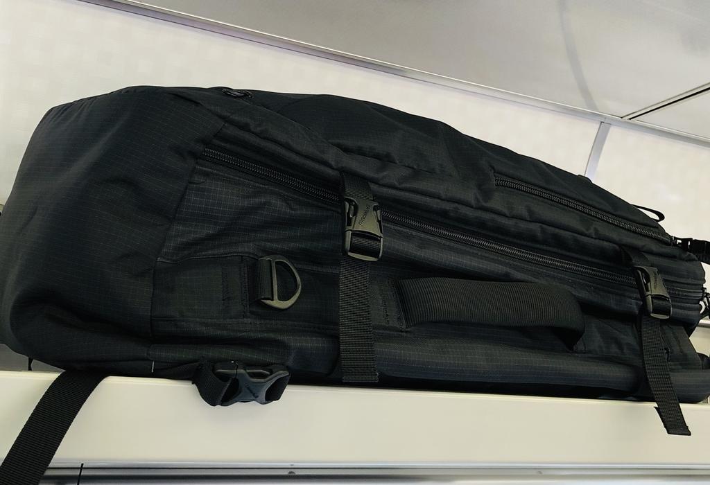 飛行機の機内持ち込みサイズのバッグ