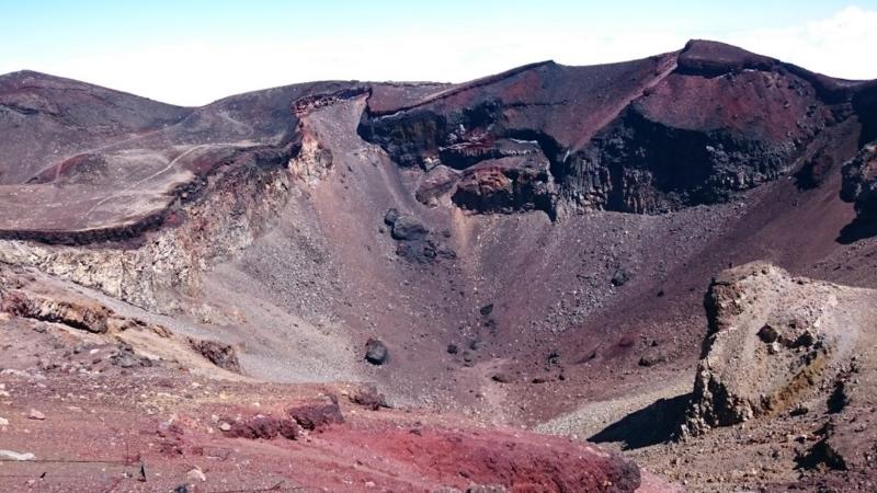 山頂の噴火口