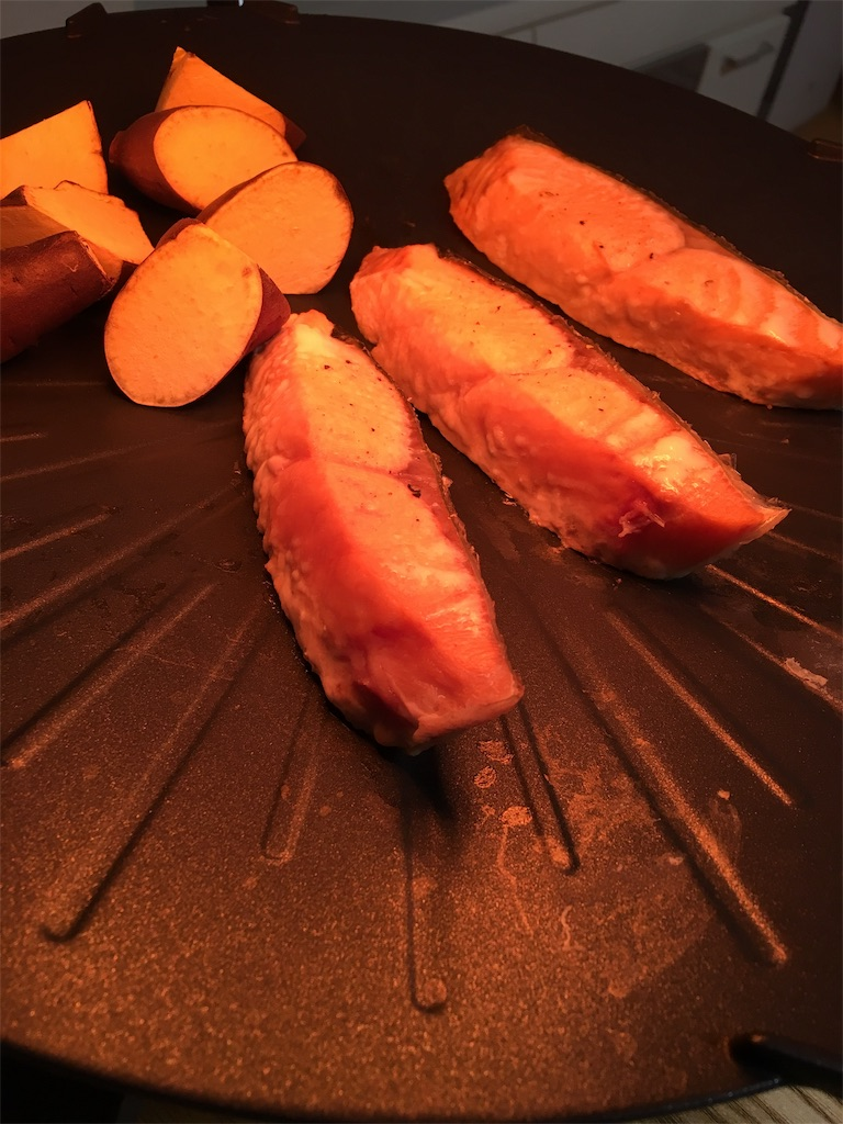 ザイグルボーイで魚を焼くところ