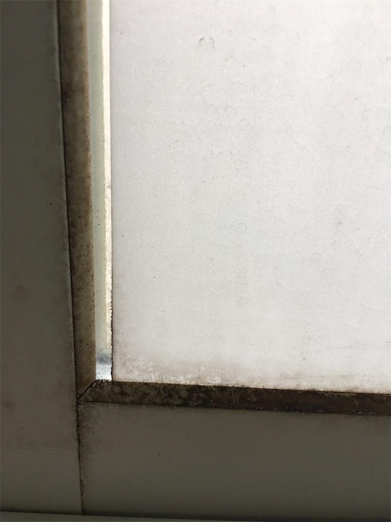 酷く汚れた窓のゴムパッキン