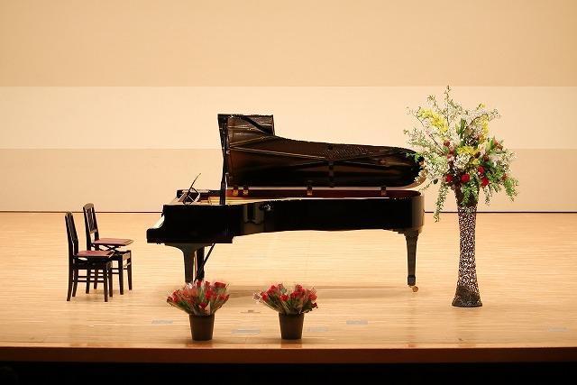 ピアノの発表会ステージの様子