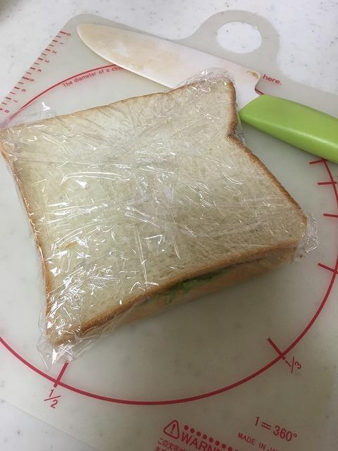 サンドウィッチを切る前