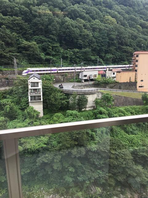 部屋からの景色(電車)