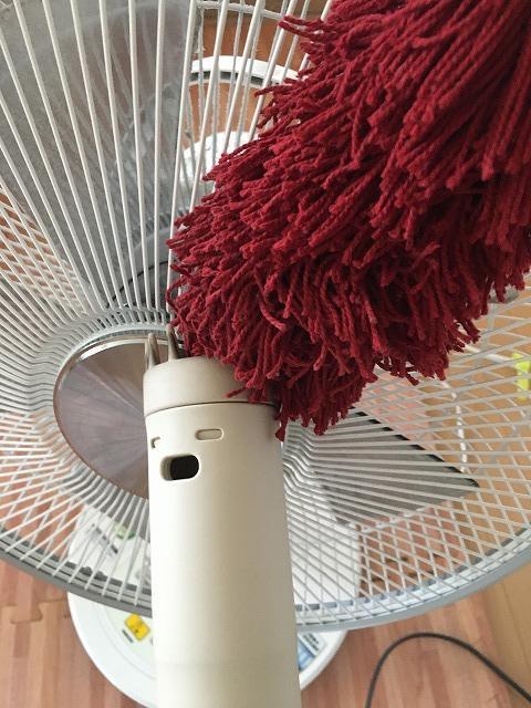 扇風機の掃除中